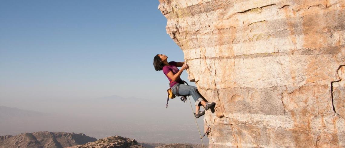 mountain-climber-cliff-rock4