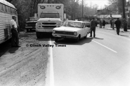 Nov. 1970 (8) wreck on Riverside Drive - Kays Ice Cream truck