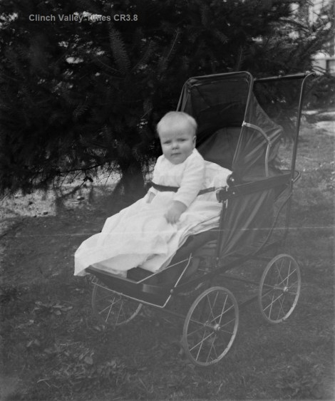IMG_4848 Child in Baby Buggy CR2.8