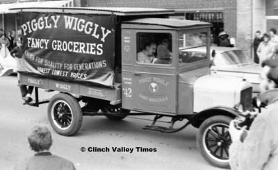 Dec. 17, 1970 (6) Coeburn Christmas Parade, Piggly Wiggly truck