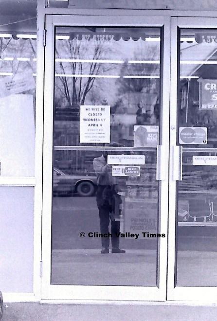 stores closed (6)
