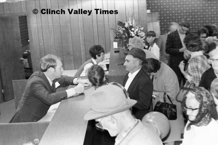 Southwest Bank grand opening Nov. 1971 (8)
