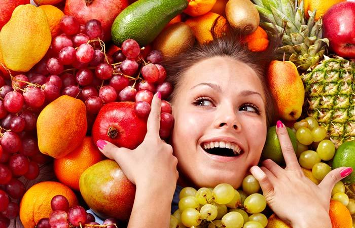 Fata în fructe