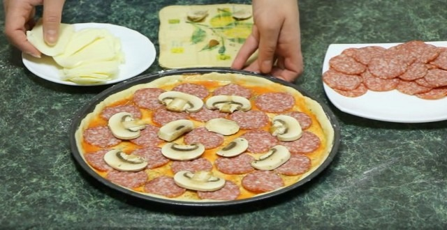 Comment faire cuire une pizza maison luxuriante au four