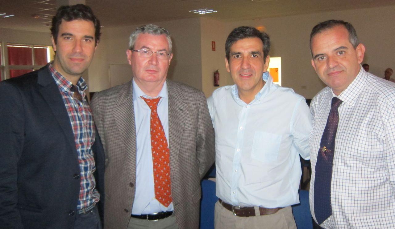 DRS.BERNÁLDEZ, ZAFRA, LÓPEZ AREVALO Y FLORES durante una Reunión del Grupo GANCHO.