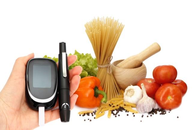 El tratamiento nutricional es muy importante para el control de la Diabetes Mellitus, ya que ayuda a regular el metabolismo de los carbohidratos, grasas y proteínas