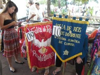 Bandeiras das Folias de Prainha Branca e Magos do Oriente, de Cunha-SP.