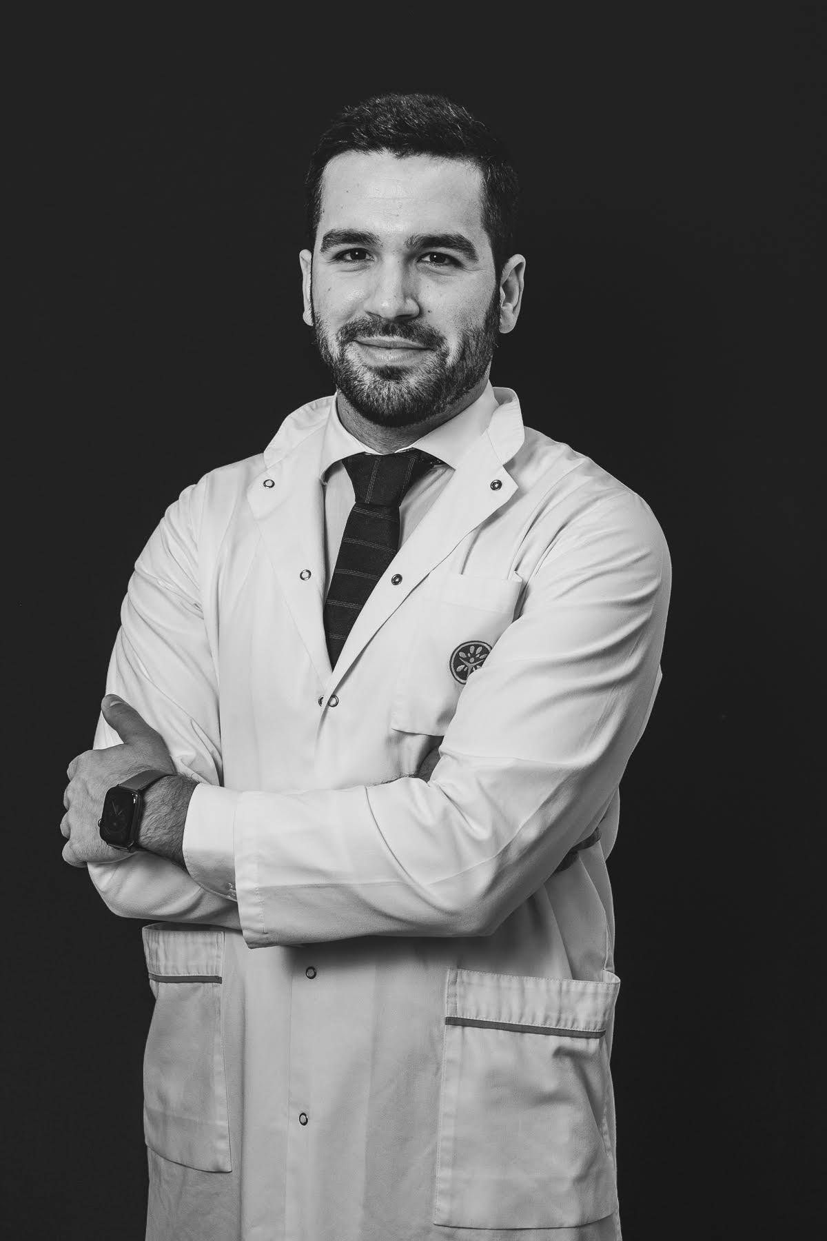 Dr. André Santos de Barros