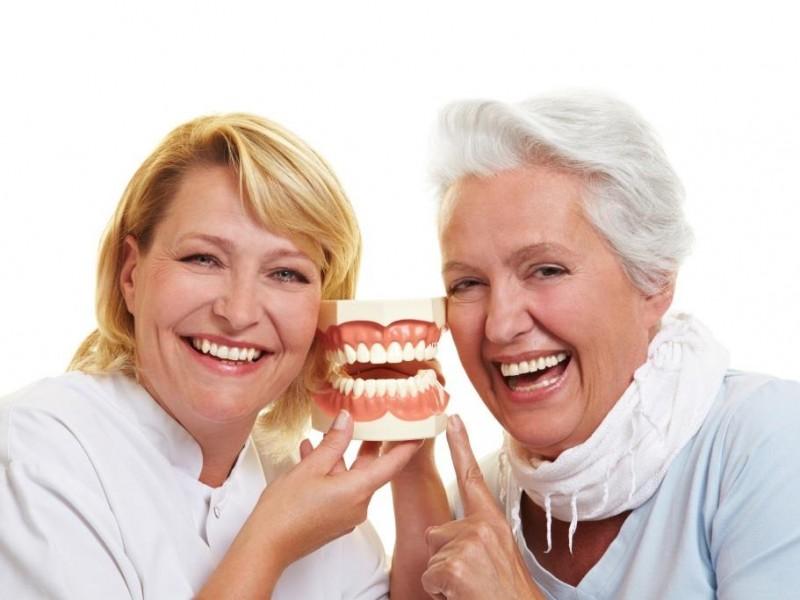 La higiene bucodental en personas con Alzheimer