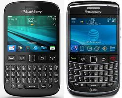 A 2009 Blackberry Bold 9700 (left) and a 2013 Blackberry 9720. (Credit: public domain)