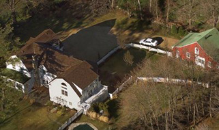 The Clinton family home in Chappaqua, New York. (Credit: Kathy Willens / The Associated Press)