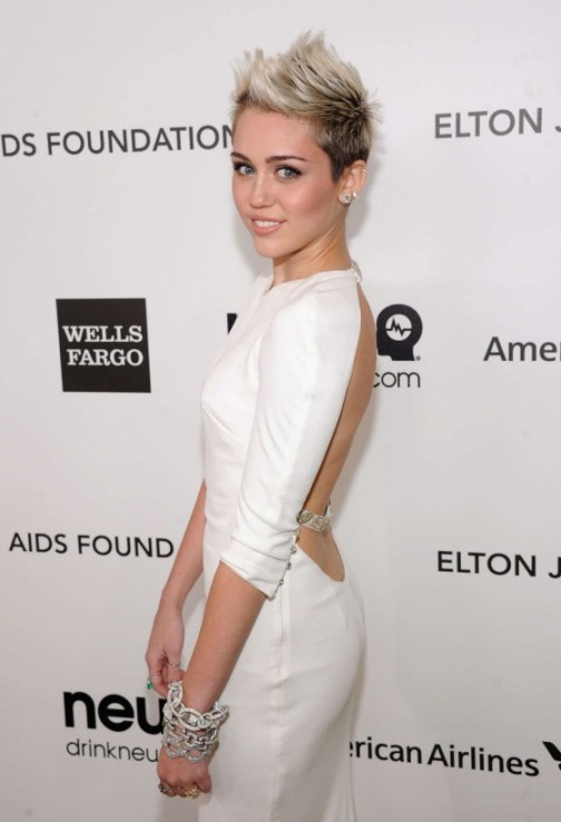 Miley-Cyrus---2013-Elton-John-AIDS-Foundation-Academy-Awards-Party--07-560x820