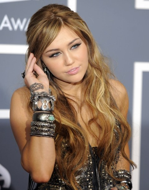 Miley Cyrus Grammy awards 2011 february 14 red carpet fashion 1 in roberto cavalli sergio rossi lorraine shwarz