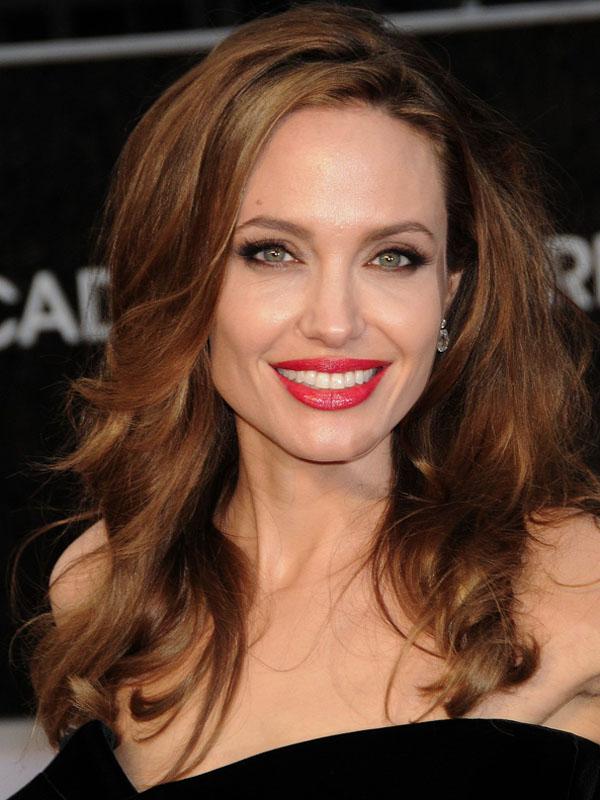 Oscars-2012-Angelina-Jolie