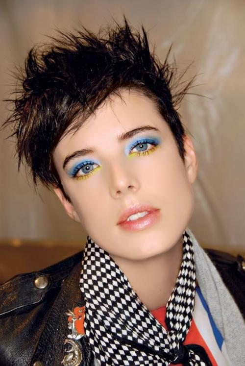 agyness-deyn-blue-eyeliner-eyes-make-up-makeup-Favim.com-178341