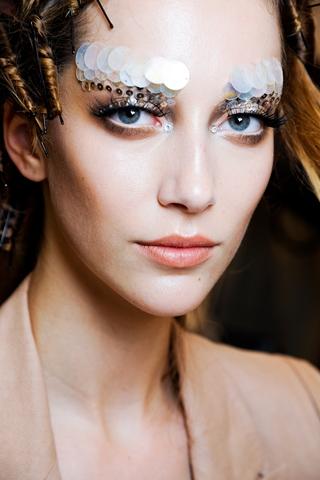 runway_inspired_halloween_makeup_ideas_1