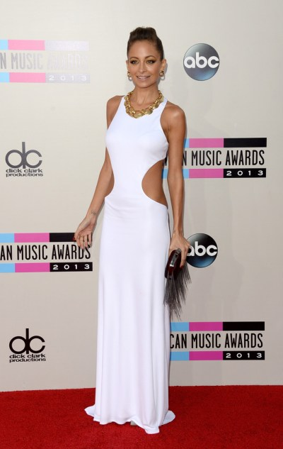Nicole-RIchie-in-Emilio-Pucci-2013-American-Music-Awards-AMAs-White-Dress-Clutch