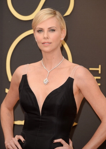 Charlize-Theron-in-Christian-Dior-2014-Oscars