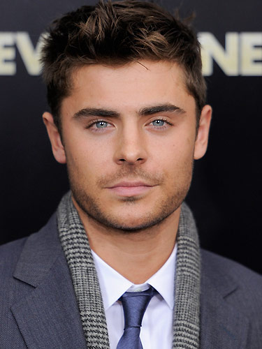 081211-zac-efron-blue-eyes-euhwdk-lrg