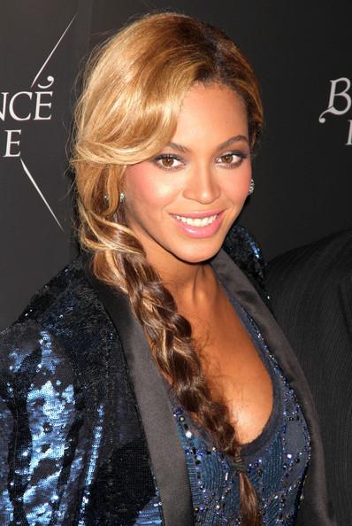 Beyonce-Wears-Side-Braid-Trend-21
