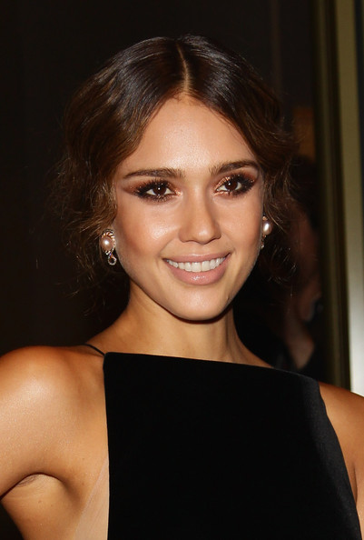 Jessica+Alba+Makeup+Metallic+Eyeshadow+qRZ9HIdMz1dl