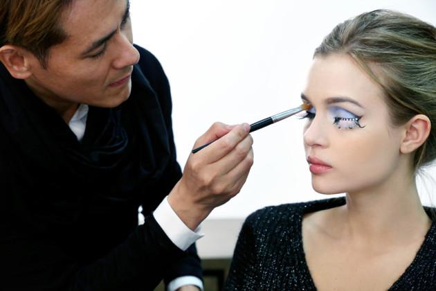 Il makeup artist all'opera!