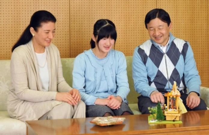 Ecco Masako, Aiko e Naruhito poco tempo fa.. magari tra qualche annetto potrò fare un coolspotting proprio su Aiko!