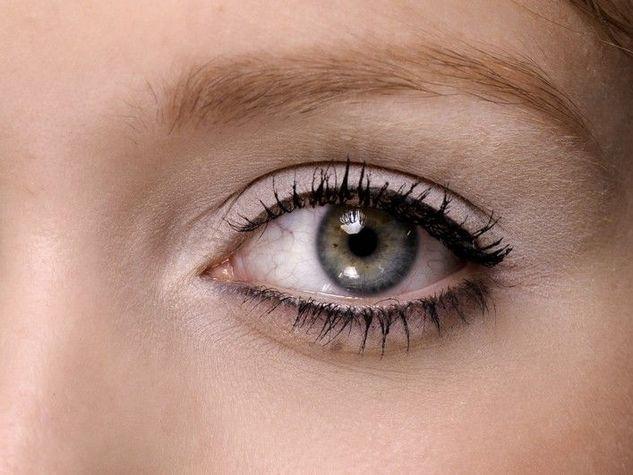 Eyeliner-semplice_o_su_horizontal_fixed
