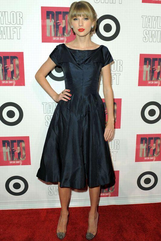 taylor-swift-2012-style-fashion-18-dress-892034_H171205_XL