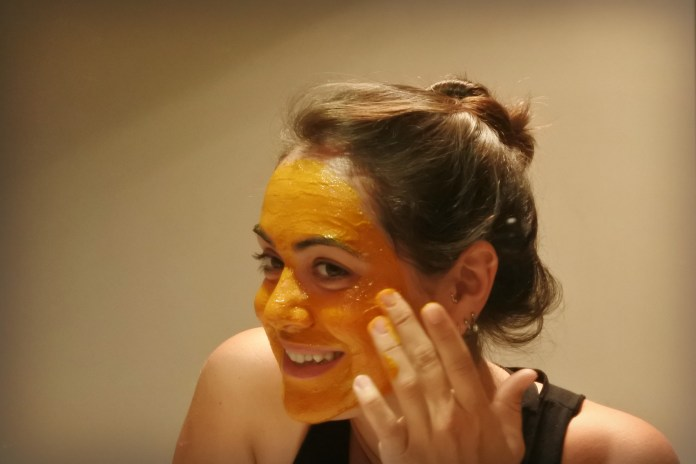 cliomakeup-maschere-frutta-estiva-pesche-holisticXOX.jpg