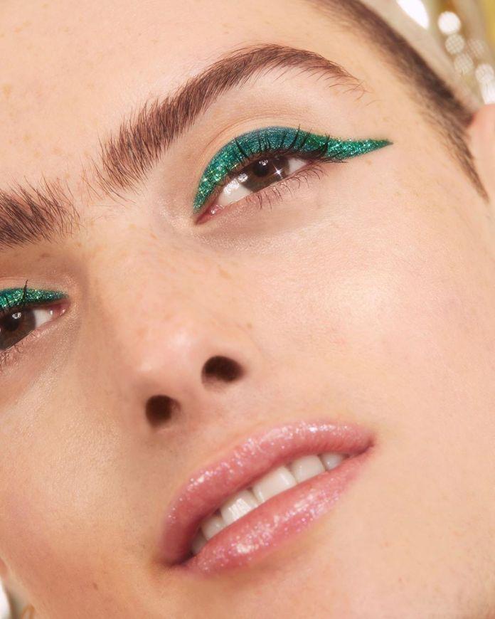 Cliomakeup-eyeliner-primavera-estate-2019-3-eyeliner-glitter-verde