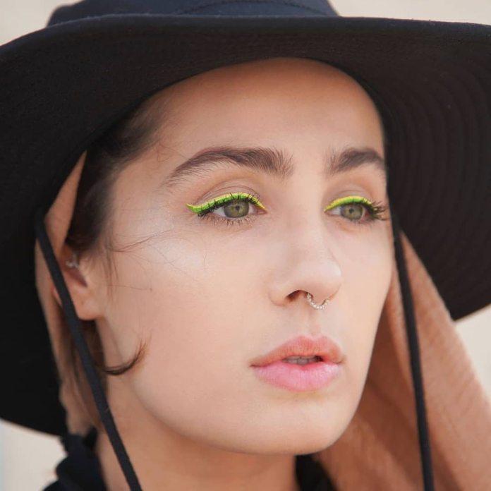 Cliomakeup-eyeliner-primavera-estate-2019-9-doppio-eyeliner-giallo-verde