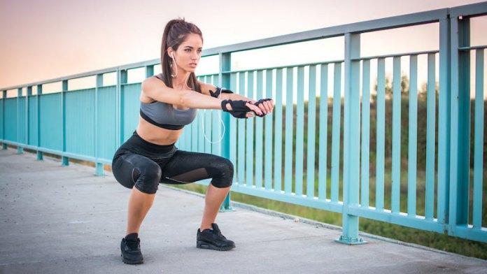 cliomakeup-esercizi-cellulite-2-squat