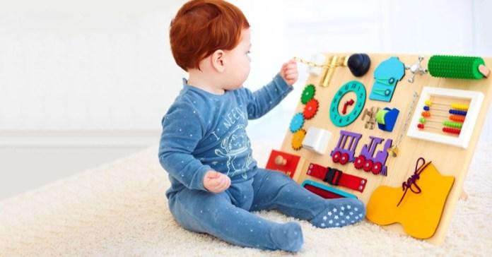 cliomakeup-metodo-montessori-a-casa-9-neonato-gioco-montessoriano