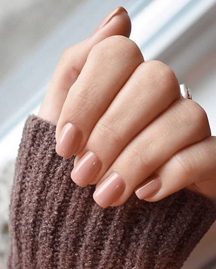 cliomakeup-nude-tendenza-unghie-estate-2019-4-skin-tone-nails