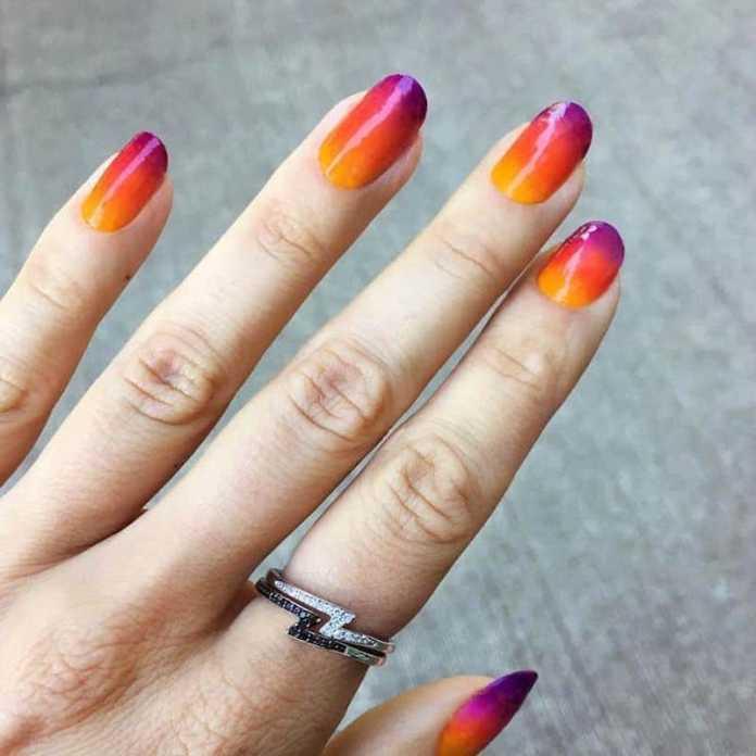 cliomakeup-tendenza-unghie-colori-pop-estate-5-sunset-nails