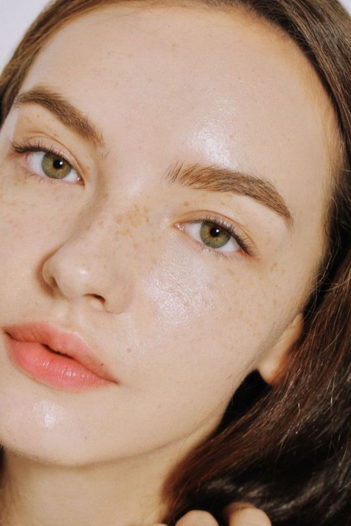cliomakeup-tonico-viso-quale-scegliere-quando-applicarlo-prodotti-3-pelle-pulita