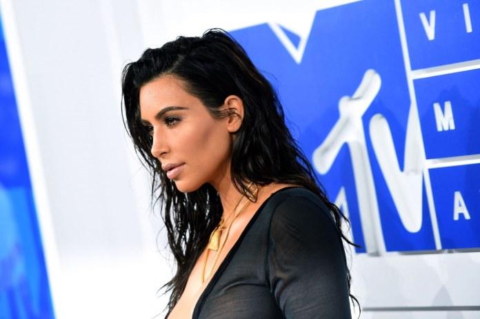 cliomakeup-wet-hair-tendenza-capelli-16-kimkardashian-bustle
