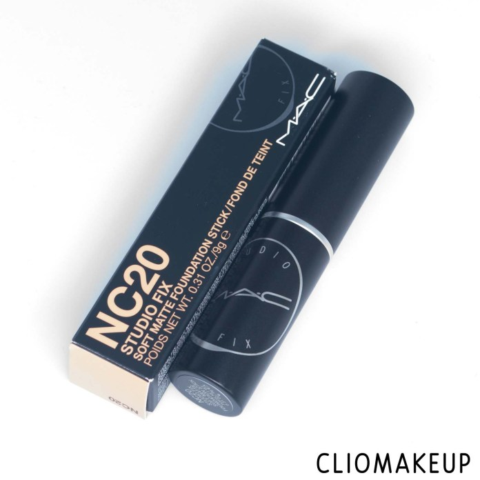 cliomakeup-recensione-mac-studio-fix-soft-matte-foundation-stick-4