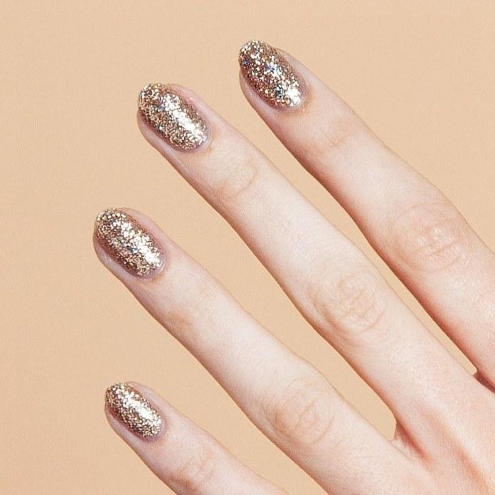 Cliomakeup-unghie-natalizie-9-glitter-oro