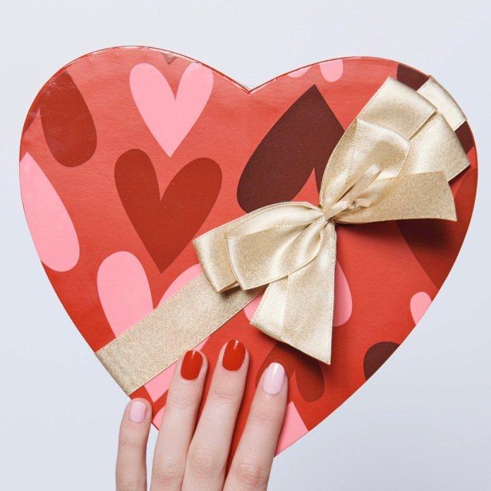 Cliomakeup-unghie-san-valentino-2020-15-rosso-rosa-oliveandjune