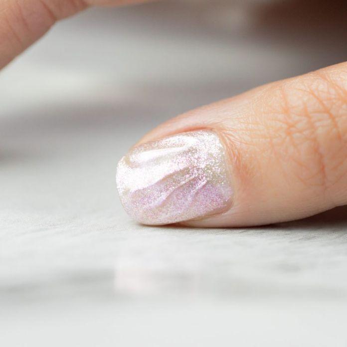 Cliomakeup-unghie-white-winter-nails-12-glitter-tono-su-tono