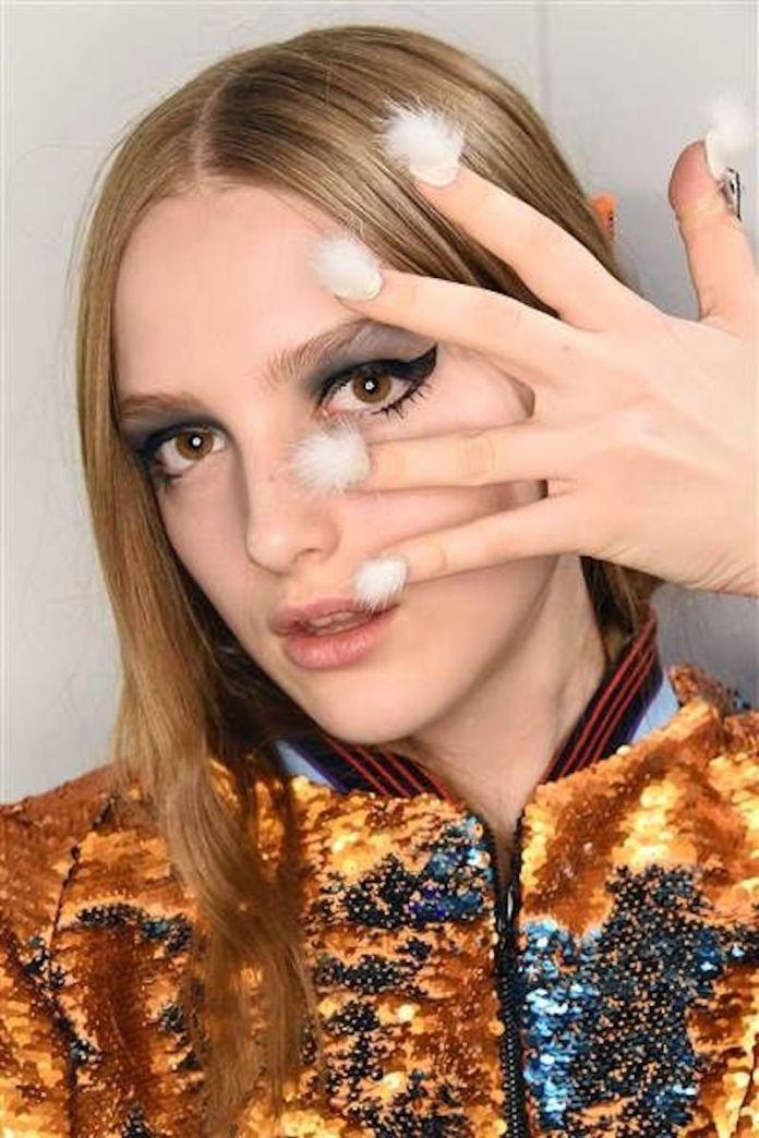 cliomakeup-manicure-brutte-3-furry-nails