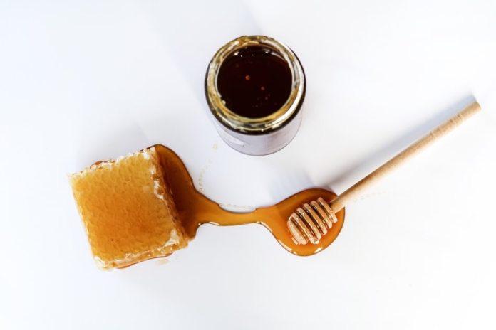 Cliomakeup-maschere-piedi-fai-da-te-7-miele