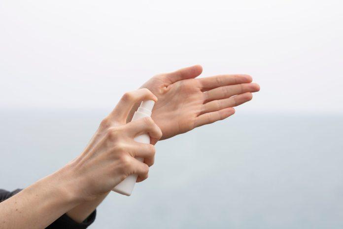 per avere mani morbide, limita i gel igienizzanti