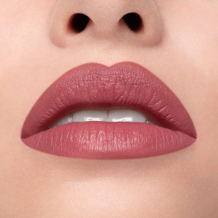 Cliomakeup-rossetto-cremoso-creamylove-bisou-bisou-3-pelle-chiara