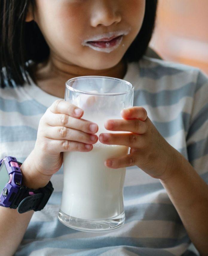 Cliomakeup-alimenti-ricchi-di-calcio-4-bambina
