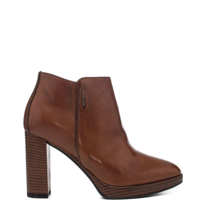 Cliomakeup-saldi-scarpe-eleganti-inverno-2021-3-nero-giardini-stivaletti-cuoio