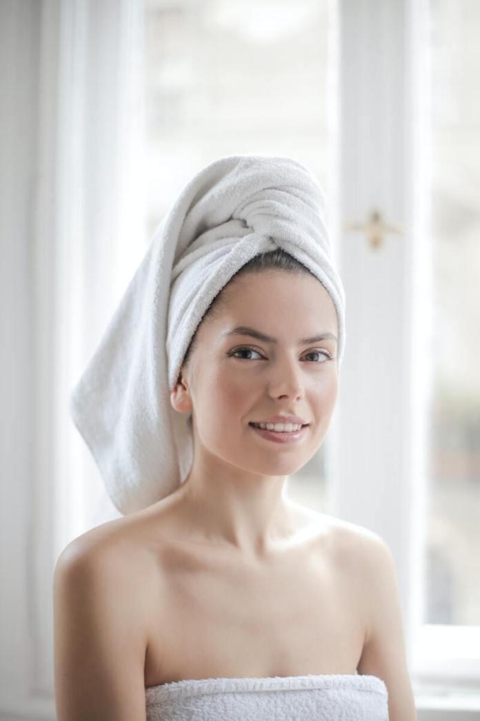 cliomakeup-spazzole-viso-donna-turbante