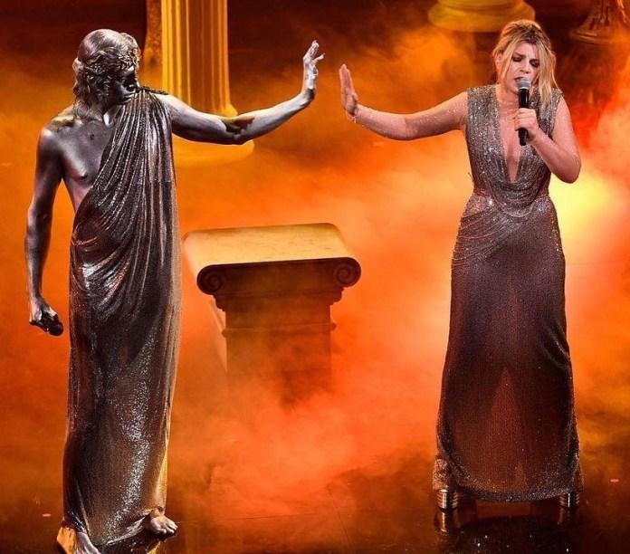 cliomakeup-Sanremo-2021-look-terza-serata-15-emma